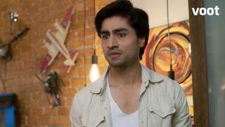 Aditya desperately looks for Puja's diary!