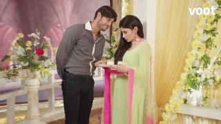 Viren's attempts to get intimate with Shivanya