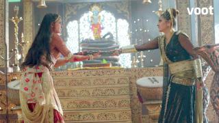 Iravati-Ratnaprabha fight for the dagger!