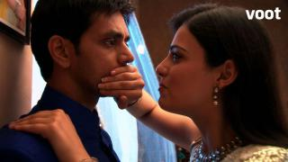 Ishaani helps Gauri run away with Pranav.