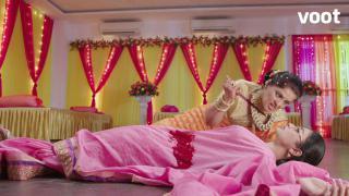 Shocker: Yamini stabs Shivanya!