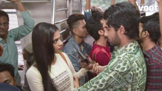 Uh-oh! Raghu caught pickpocketing?