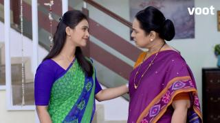 Anu comforts her in-laws!