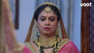 Sakshi cuts her wrist
