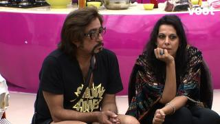 Ladies entertain Shakti Kapoor