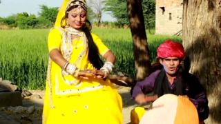 Chhori Faagan Me Chaali Khet